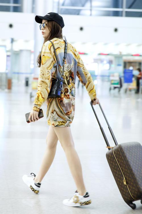 Chỉ mới ra sân bay đến Milan mà Hoa hậu Kỳ Duyên đã dát 900 triệu tiền hàng hiệu lên người! - Ảnh 7.